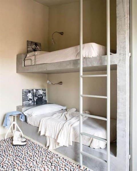 Móveis de alvenaria: beliche de concreto aparente (foto: Casa.com.br)