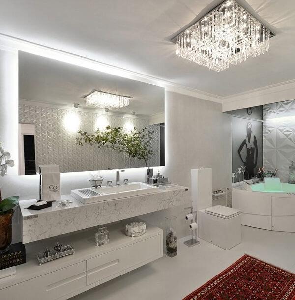 Modelo de luminária de banheiro tipo plafon com estrutura de cristal