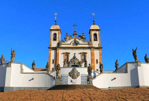 O Santuário de Bom Jesus de Matosinhos, construído na segunda metade do século 18 também é patrimônio histórico brasileiro