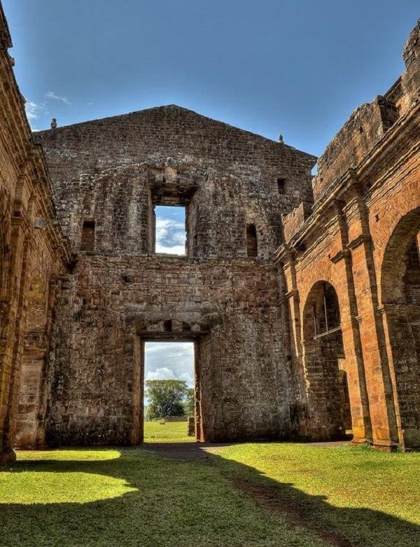 Patrimônio Histórico: Popularmente conhecido como Ruínas de São Miguel das Missões, a construção foi erguida entre os séculos 17 e 18