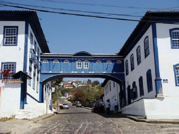 Patrimônio Histórico a cidade de Diamantina foi construída no século 18 em uma área repleta de montanhas rochosas