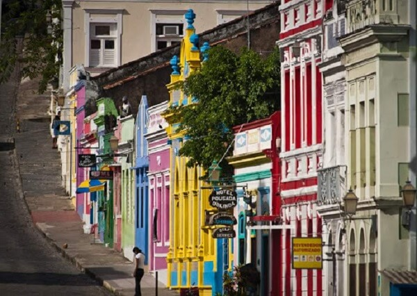Patrimônio Histórico: centro histórico de Olinda e suas ruas estreitas pontilhadas por casas com fachadas coloridas