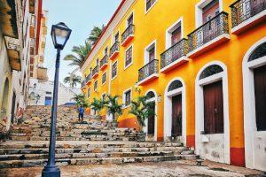 Patrimônio Histórico: ruas estreitas, becos, casarões, prédios coloniais, escadarias são alguns dos espaços que contam a história da cidade