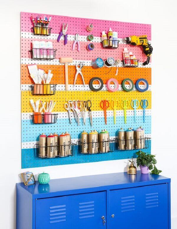 Personalize seu painel pegboard pintando sua estrutura de diferentes cores
