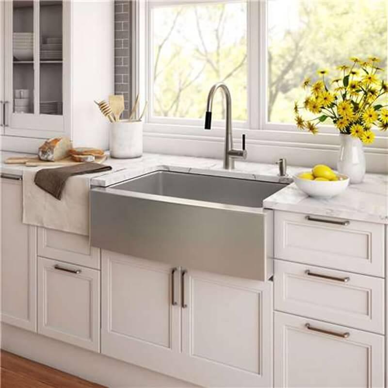 A cuba farm sink inox se destaca na decoração da cozinha. Fonte: Pinterest
