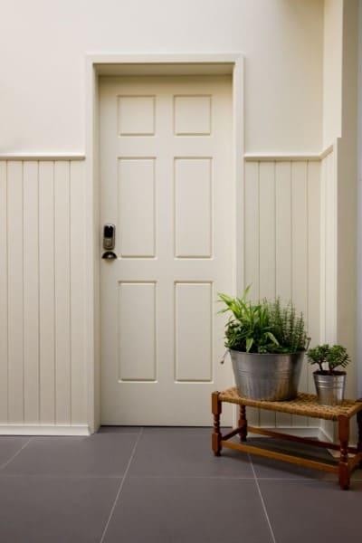 Lambri: de cor neutra combinando com a porta (foto: Santa Luzia)
