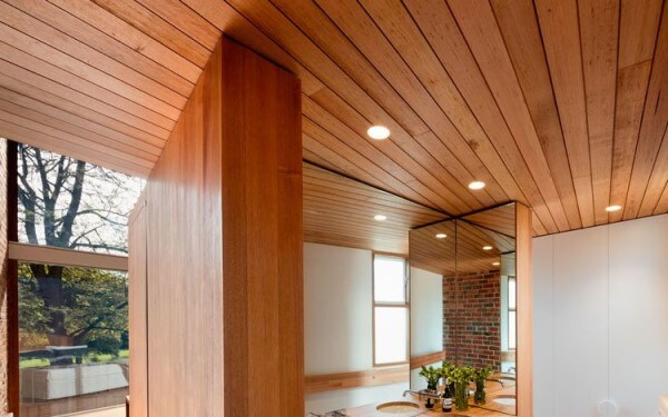 Lambris: forro com lambri de madeira (foto: Portas de Madeira em BH)