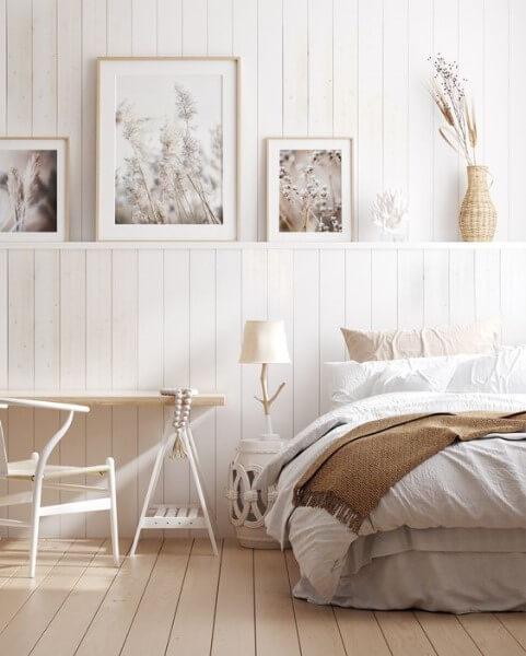 Lambris: quarto com lambri e cores neutras (foto: Pinterest)