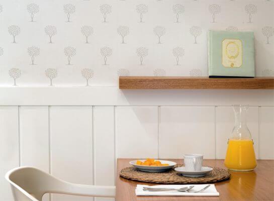 Lambris: sala de jantar com lambri branco (foto: Vivendo DeCoração)