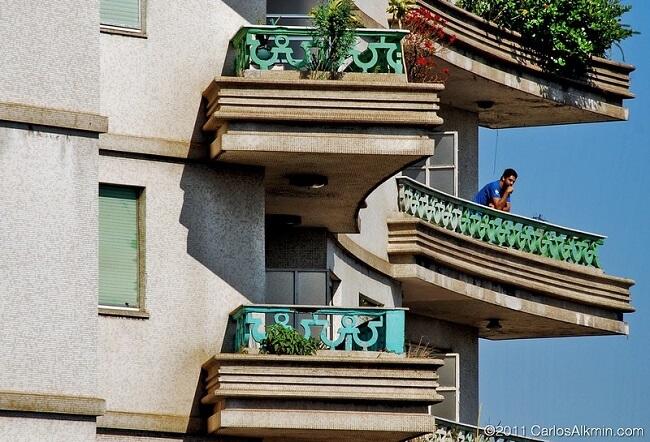 O Edifício Viadutos conta com a presença de 368 apartamentos sabiamente divididos em vinte e sete andares. Fonte: Carlos Alkmin