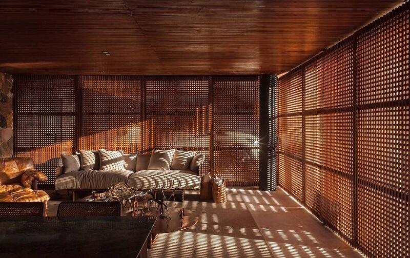 Ambiente integrado com parede de muxarabi. Fonte: Casacor Franca 17