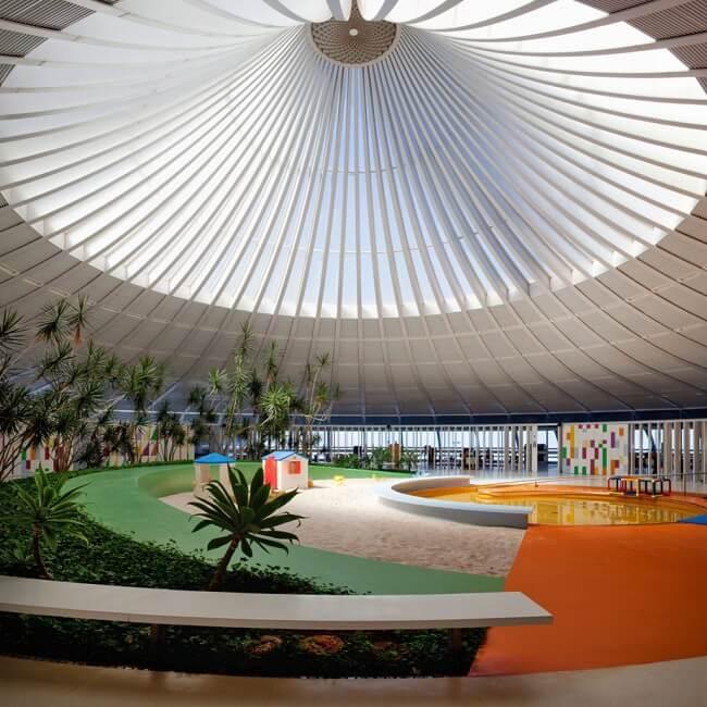 Design biofílico aplicado no Centro de Reabilitação Sarah Kubitschek Lago Norte, Lelé - Brasília DF. Foto: Nelson Kon