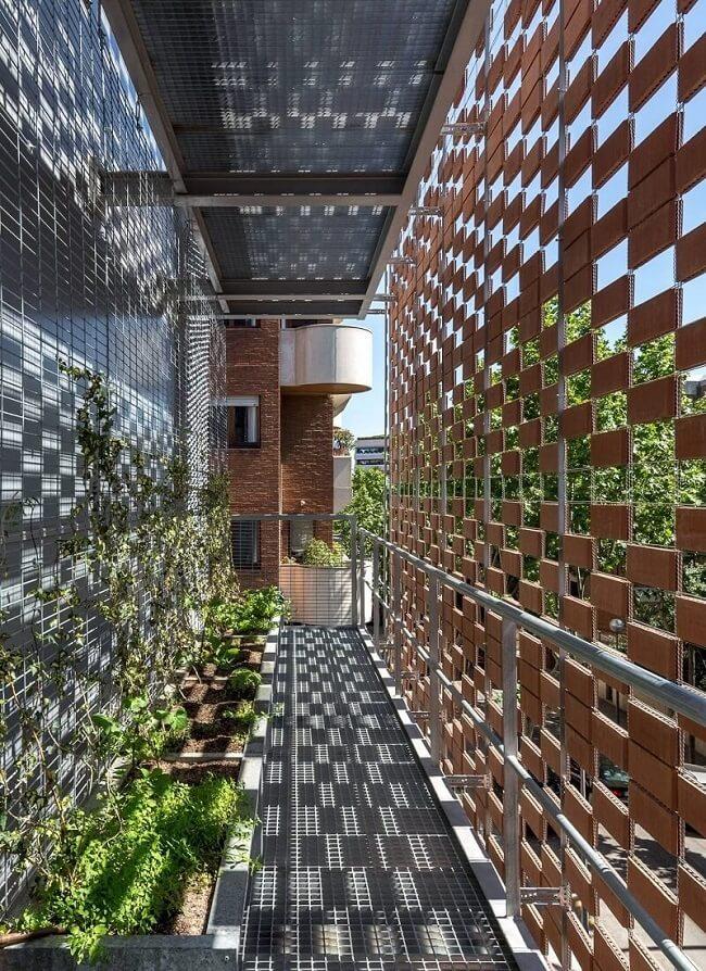 Design biofílico: aposte no muxarabi e crie uma fachada ventilada. Fonte: Pinterest