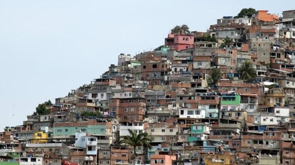 Espaço urbano: comunidades periféricas são resultado do inchaço urbano (foto: ArchDaily Brasil)