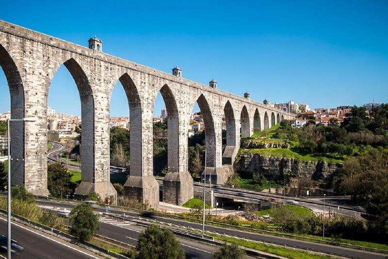 Os arcos ogivais marcam presença no aqueduto das águas livres, em Lisboa. Fonte: Pinterest