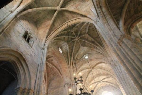 Retrato do arco ogival na Sé Catedral da Guarda, em Portugal. Fonte: TripAdvisor