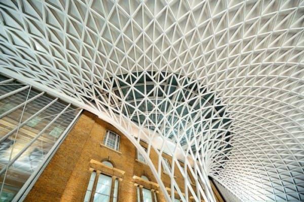 Treliça: Estação King's Cross, em Londres, com cobertura treliçada (foto: Archtrends Portobello)