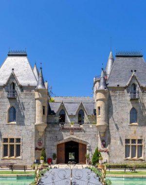 Castelos medievais no Brasil: Castelo de Itaipava. Fonte: Destinos Top Para Visitar capa
