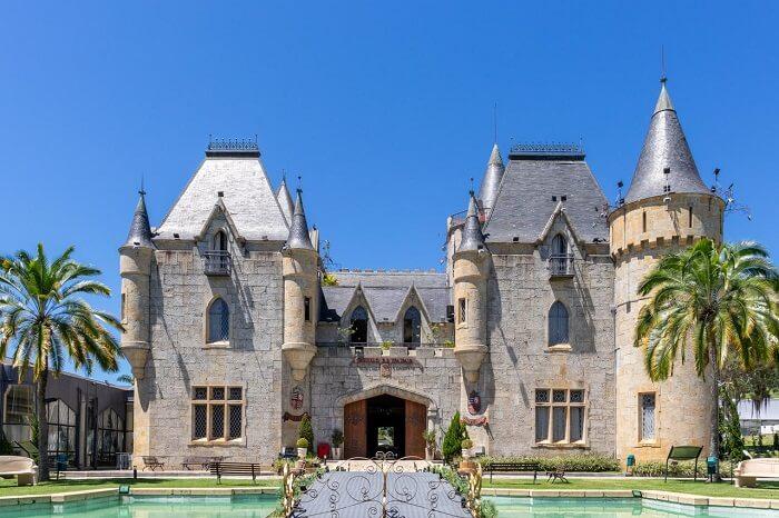 Castelos medievais no Brasil: Castelo de Itaipava. Fonte: Destinos Top Para Visitar