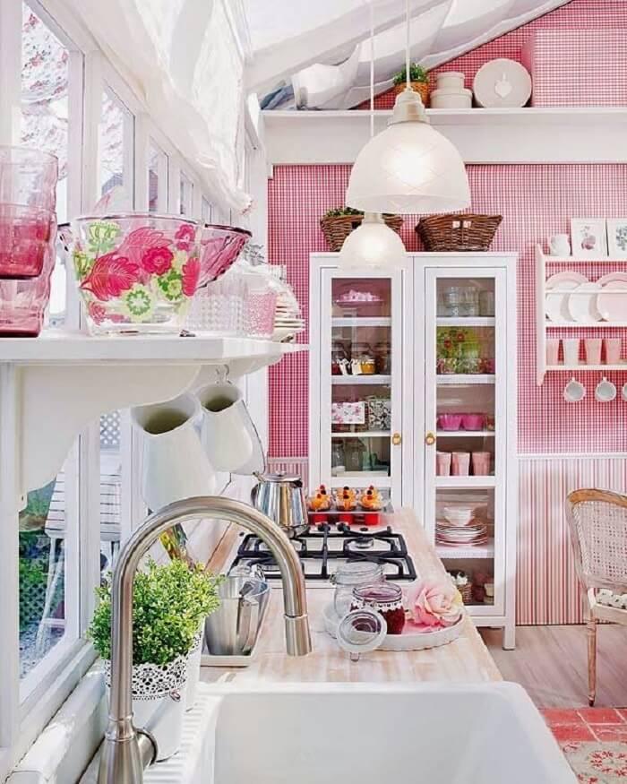 Tons suaves, cores pastel e estampas florais predominam nos estilos de cozinhas cottage. Fonte: Pinterest