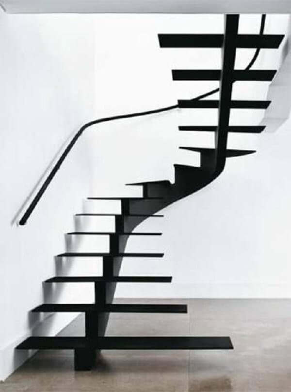 Decoração minimalista com escada escama de peixe de ferro. Fonte: Pinterest
