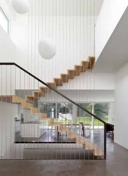 Escada em U: escada com guarda-corpo criativo (foto: Thomas Jantscher)