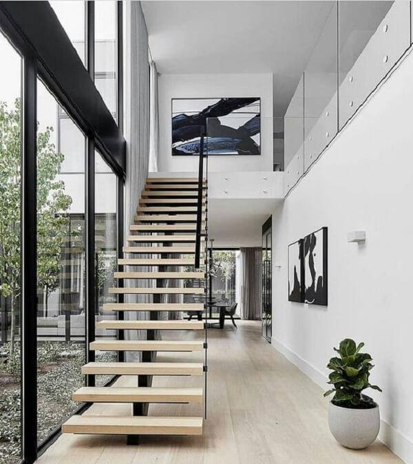 Escada escama de peixe com guarda corpo em vidro. Fonte: Pinterest