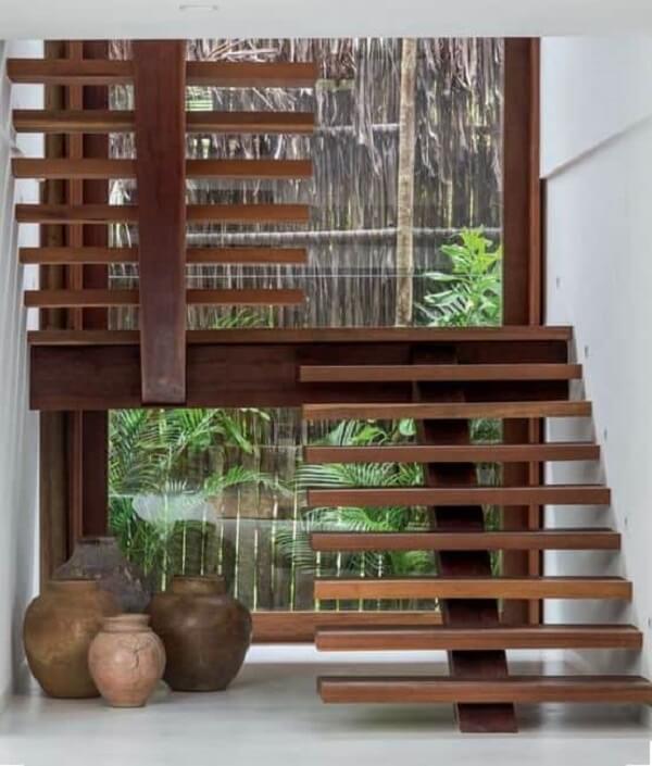 Modelo de escada de madeira escama de peixe. Fonte: Casa Abril