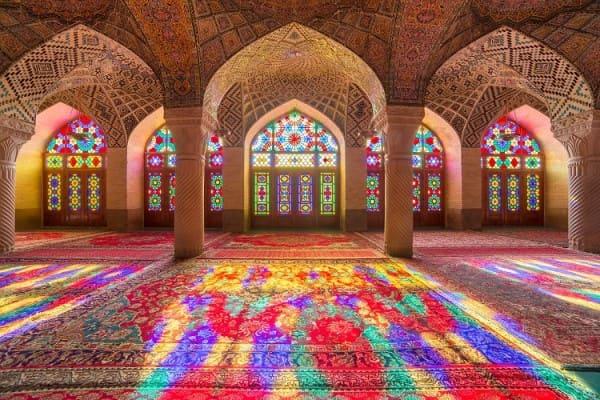 Vitrais: Mesquita Nasir Al-Mulk (Mesquita Rosa), no Irã (foto: Embarque na Viagem)
