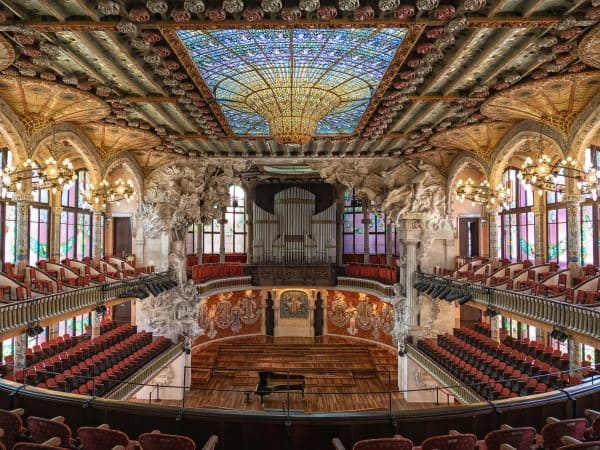 Vitrais: Palau de la Música Catalana, na Espanha (foto: Wikipedia)