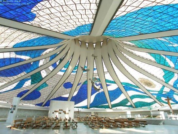 Vitrais: vitral da Catedral de Brasília (foto: Pinterest)