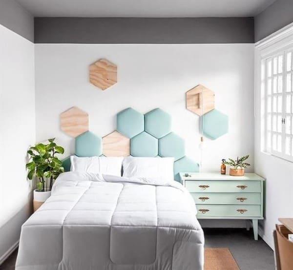 5. Como fazer cabeceira hexagonal: cabeceira neo mint com madeira clara (foto: Reciclagem e Meio Ambiente)