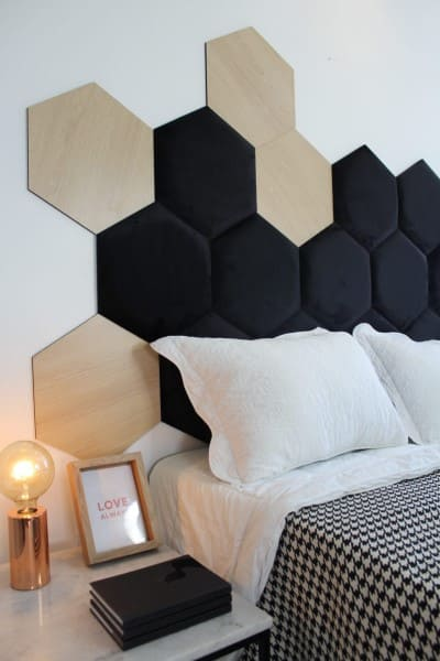 Cabeceira hexagonal preta com placas de MDF (foto: pinterest)