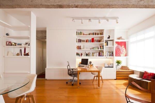 Cadeira ergonômica com rodízio de PU é indicada para piso de madeira (projeto: A.M Studio Arquitetura)