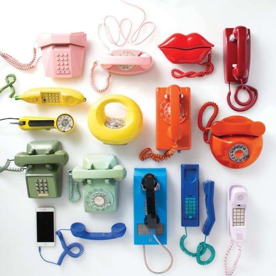 Kitsch: telefones coloridos com design divertido (foto: Buzzfeed)