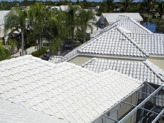 Arquitetura bioclimática: a telha branca é sinônimo de beleza, sofisticação e eficiência energética. Fonte: Pinterest