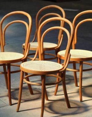 Cadeira thonet palhinha. Fonte: WoodSkull