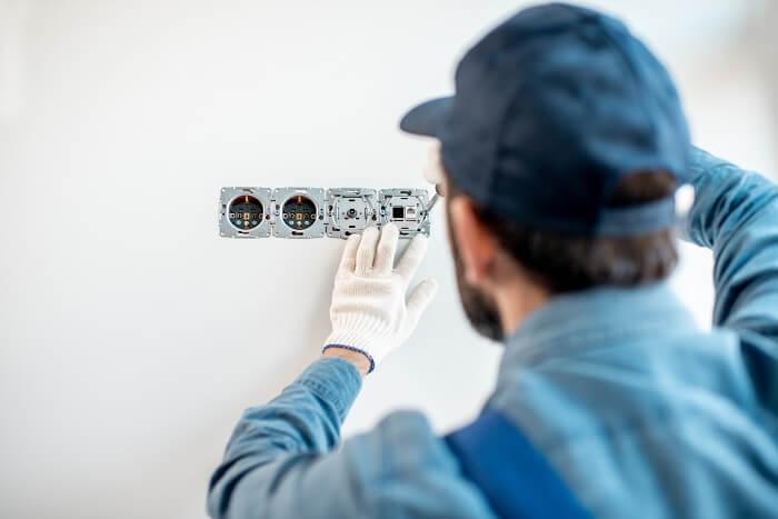 Etapas da obra: verifique com o seu cliente na etapa de projeto qual a necessidade do uso de tomadas e interruptores.