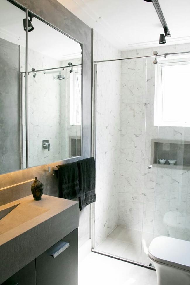 Iluminação industrial: que tal apostar na luminária trilho na decoração do banheiro? Fonte: Pinterest