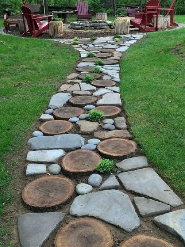 Mescle materiais e crie diferentes tipos de pisantes para caminho de jardim. Fonte: Pinterest