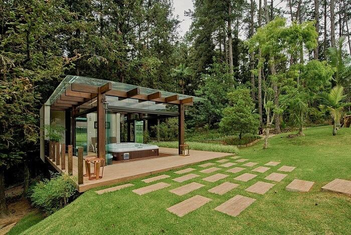 O pisante para jardim dá acesso ao moradores até uma área de relaxamento. Projeto de Espaço do Traço Arquitetura