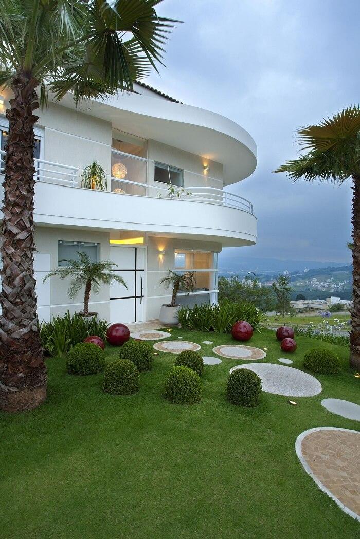Pisante para jardim com design arredondado. Projeto de Aquiles Nicolas Kílaris