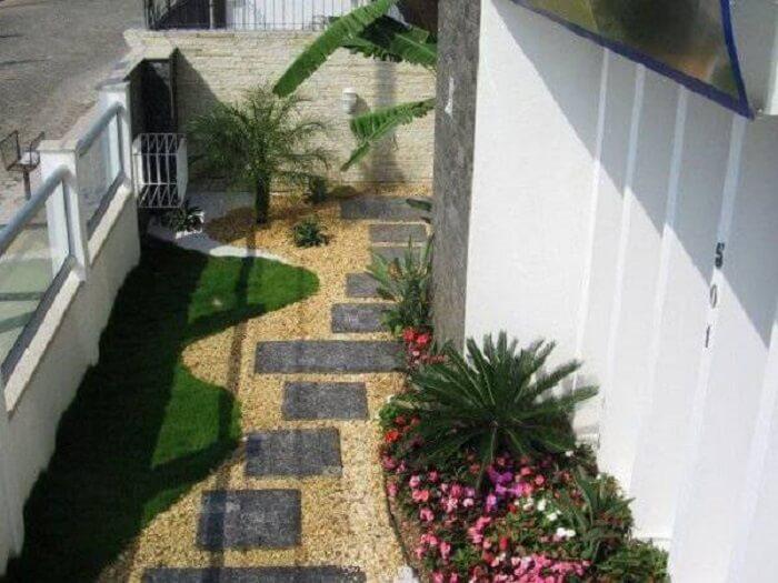 Pisante para jardim feito com pedras miracema. Fonte: Decor Pedras