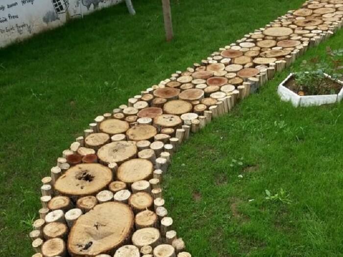 Pisante para jardim feito com troncos. Fonte: Pinterest