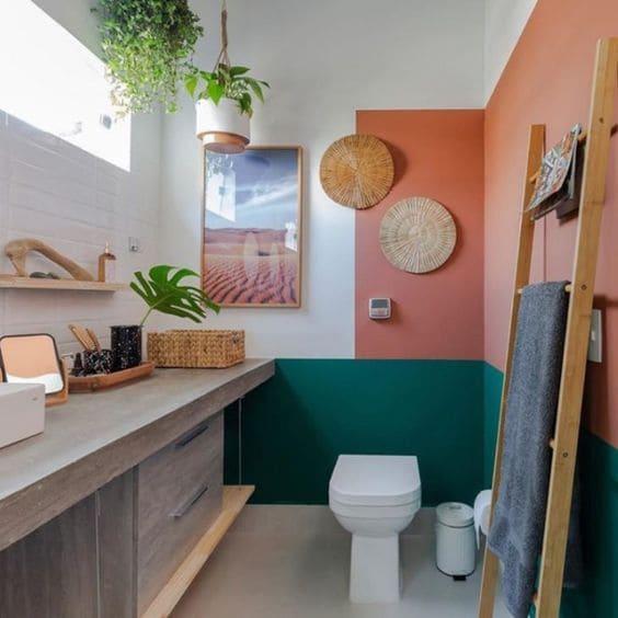 Tinta para banheiro: ambiente pintado de rosa e verde (foto: Tua Casa)