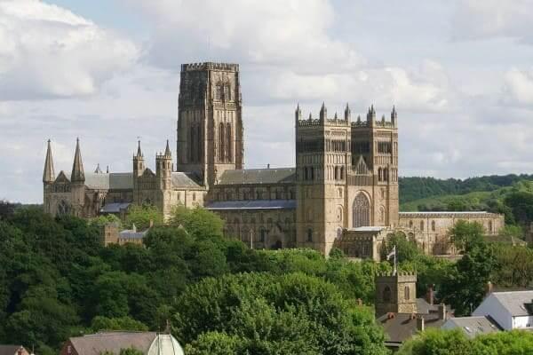 Arquitetura Românica: Catedral de Durham, no Reino Unido (foto: HiSoUR)