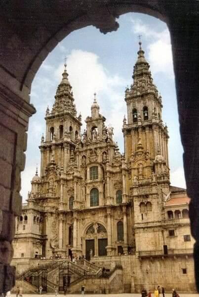 Arquitetura românica: Catedral de Santiago de Compostela, Espanha (foto: catedraismedievais.blogspot)