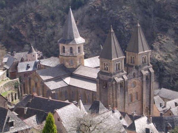 Arquitetura românica: Igreja de Sainte-Foy, França (foto: Pinterest)