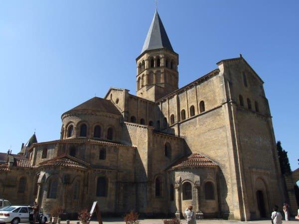 Arquitetura românica: Notre-Dame de Paray-le-Monial, França (foto: Wikipédia)