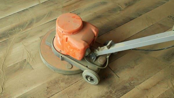 Assoalho de madeira: lixamento de manutenção (foto: Hometeka)